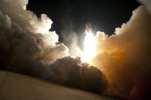 datum des erstfluges der tragerrakete 300x199 - Die NASA wird am 21. Februar einen neuen Test der SLS-Triebwerke an der leistungsstärksten Trägerrakete der Welt durchführen
