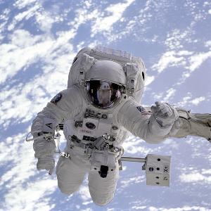 astronauten toilette 300x300 - Wie gehen die Astronauten auf die Toilette und wie waschen sie sich?