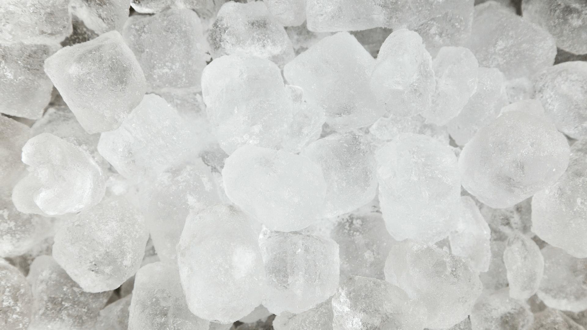Anomalie des Wassers: Warum nimmt Eis mehr Platz ein als flüssiges Wasser