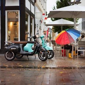 scooter benzin elektro 300x300 - Benzin Scooter und Elektro Scooter was sind die Unterschiede?