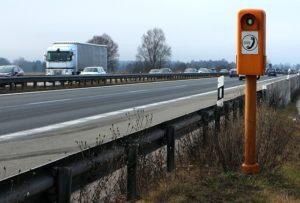 hilferuf panne 300x203 - Wie verhalte ich mich bei einer Panne auf der Autobahn?