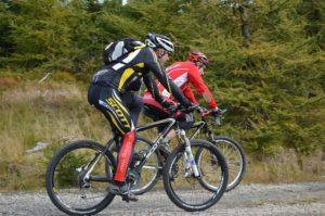richtige wahl mountainbikes 300x199 - Mountainbikes: Wie wähle ich zwischen vollgefedert und Hardtail?