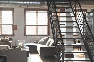 schritte dachbodentreppe 300x200 - Wie montiere ich eine Dachbodentreppe?