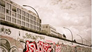 Wieo kommt es zum bau der Berliner Mauer