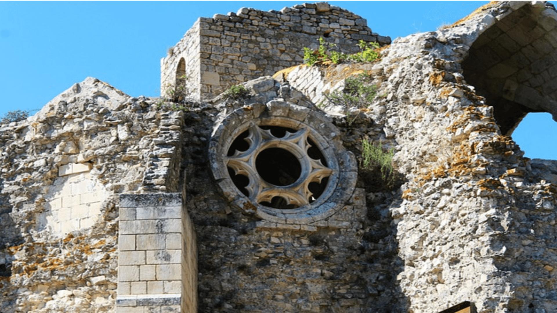 Wer waren die Katharer und warum wurden sie der Ketzerei beschuldigt?