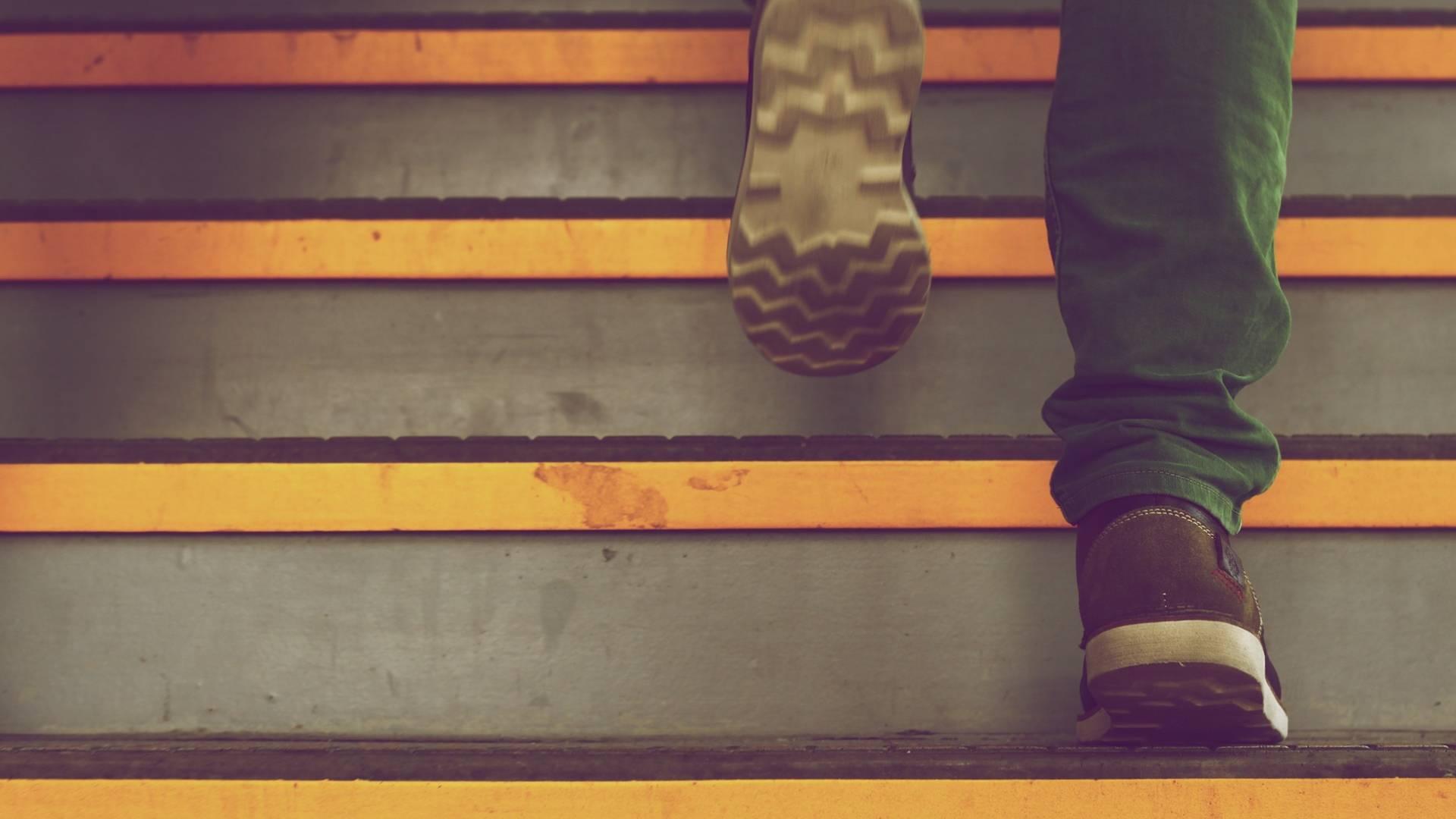Sport in den Alltag integrieren – So gesund sind Treppensteigen & Co wirklich