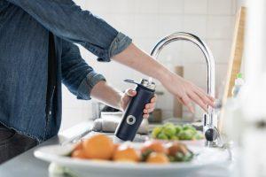 trinkwasser nicht aus flaschen 300x200 - 8 Tipps für einen nachhaltigen Konsum im Haushalt: Vom Bioerdgas bis hin zu Tauschkonzepten