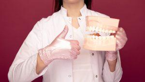 zahneklappern 300x169 - Warum klappern wir bei Kälte mit den Zähnen?