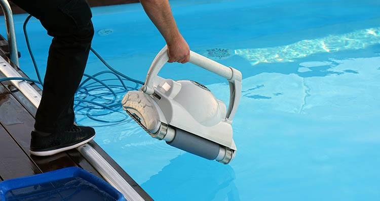 Les aspirateurs pour piscine manuel: Les 5 types de robot