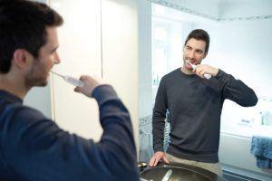 Comment fonctionne une brosse à dents électrique ?