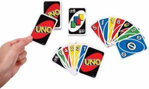 Un jeu de carte dans un comparatif