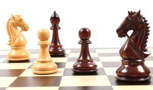 Un jeu d'échecs Janus dans un comparatif gagnant