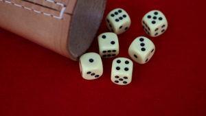Un jeu de dés dans un comparatif