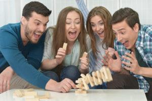 A qui l'utilisation d'un jeu de stratégie est-elle destinée exactement ?