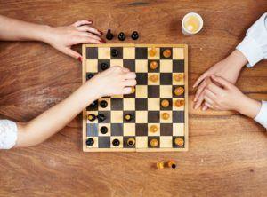 A qui l'utilisation d'un jeu d'échecs est-elle destinée exactement ?