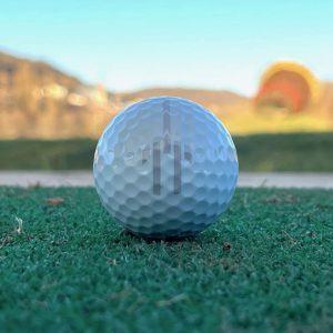 Qu'est-ce qu'une balle de golf exactement dans un comparatif ?