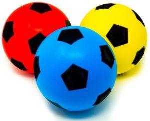 Un ballon de foot en mousse dans un comparatif