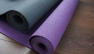 La matière d'un tapis de sol fitness dans un comparatif