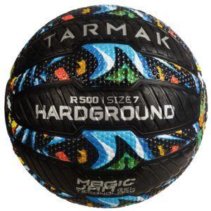 Un ballon de basket extérieur dans un comparatif gagnant
