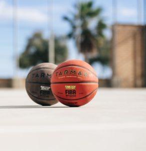 A qui l'utilisation d'un ballon de basket est-elle destinée exactement ?