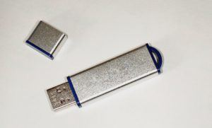 Quels sont les avantages et domaines d'application d'une clé USB ?