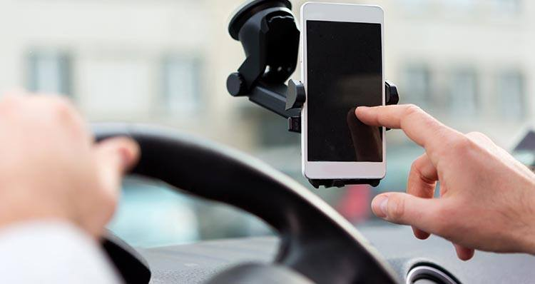 les differents chargeurs telephone voiture