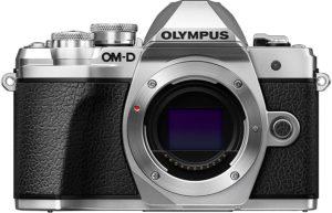 Les attributs de l'appareil photo numérique Olympus OM-D E-M10 Mark III dans un comparatif